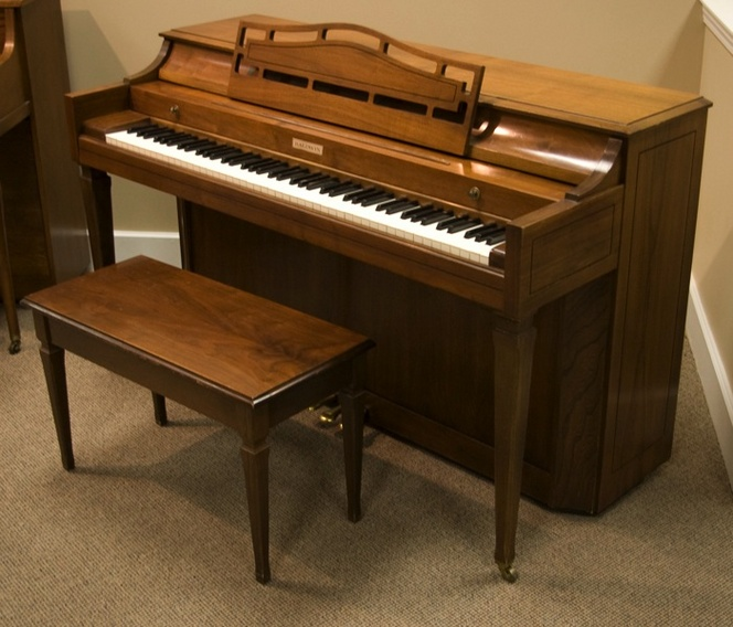 1975 Baldwin Spinet Piano - Upright - Spinet Pianos