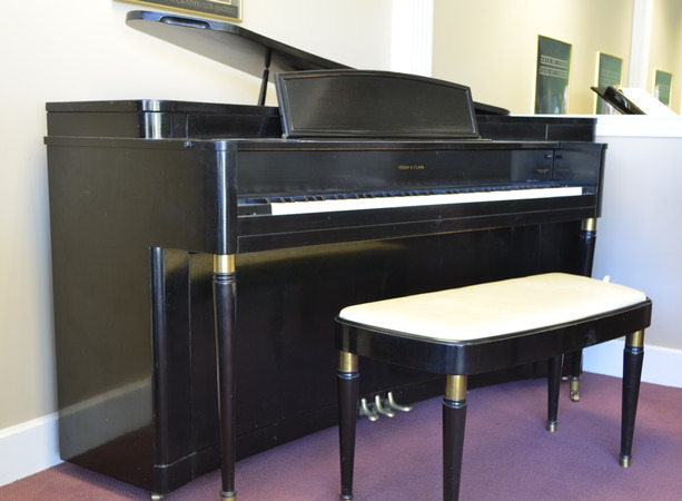 1952 RETRO Story & Clark Spinet in Grand Case - Upright - Spinet Pianos