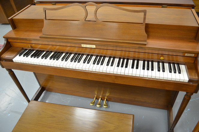 Walnut Baldwin Howard spinet piano - Upright - Spinet Pianos