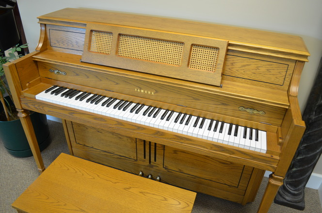 1992 Yamaha M402 Console Piano - Upright - Console Pianos
