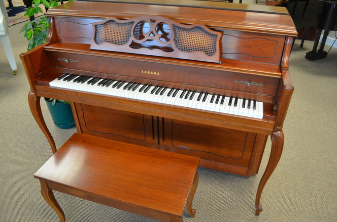 1990 Yamaha M405 Console Piano - Upright - Console Pianos