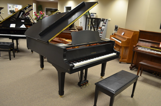 2004 Yamaha C3 (Conservatory) Grand Piano, satin ebony - Grand Pianos