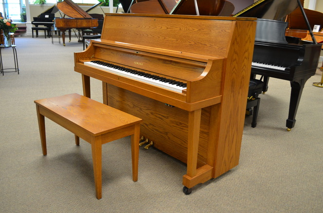 2000 Yamaha P22 studio piano - Upright - Studio Pianos